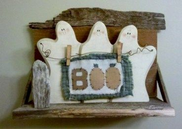 Awesome 33 Cozy Rustic Halloween Decoration Ideas. More at http://trendecor.co/2017/11/11/33-cozy-rustic-halloween-decoration-ideas/