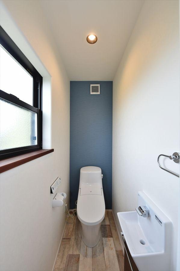 光あふれる広々リビングに家族が集うステキなブルックリンスタイルの家 寺島製材所の写真集 群馬で自然素材のデザイン注文住宅を建てる工務店 寺島製材所 トイレ おしゃれ トイレのデザイン トイレ インテリア