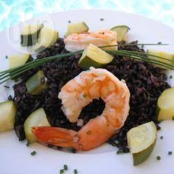 Riz noir (nerone) aux crevettes et aux courgettes