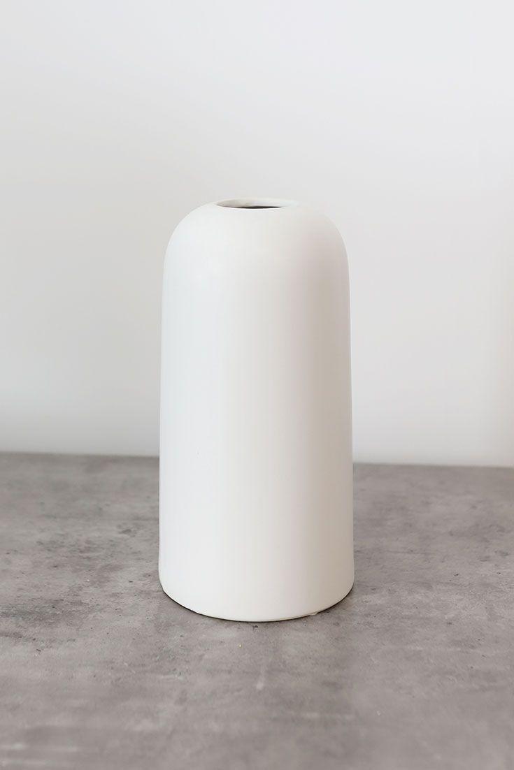 Modern Ceramic Flower Vase In 2020 White Ceramic Vases Ceramic Vase Ceramic Flowers
