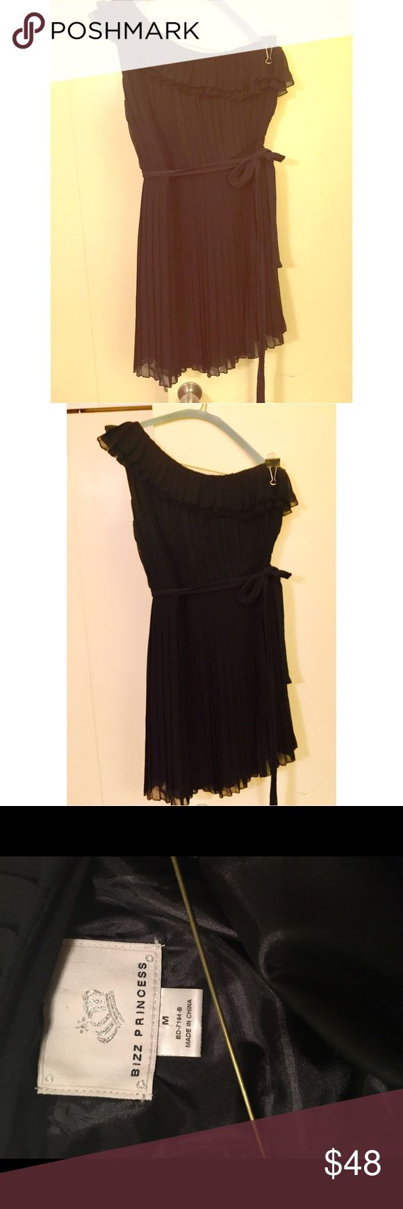 Beautiful one should black short party dress!!! Beautiful black one shoulder pleated short mini stress. Comes with belt.  You can wear with belt or not.  Great dress!  For weddings, dinners, functions, and going out! Dresses One Shoulder