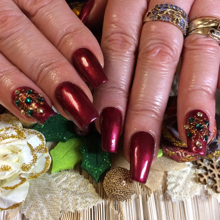I'm so lucky that thanks to Hand & Nail Harmony my clients get long beautiful natural nails, and if unfortunately one breaks I have #polygel on hand. The beautiful #donttoywithmyheart from NailHarmonyUK/Gelish