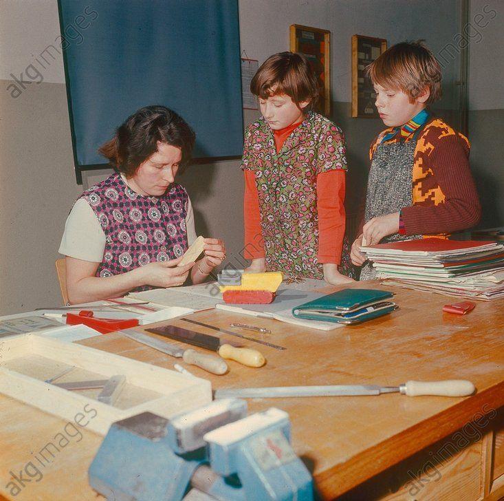 Werkunterricht in einer Schule in Neubrandenburg, 1975