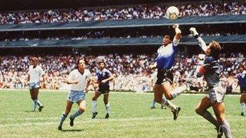 """31 χρόνια από το """"χέρι του Θεού"""" και το """"γκολ του αιώνα"""" - ΒΙΝΤΕΟ   Σαν σήμερα στο Μουντιάλ του 1986 ο Ντιέγκο Αρμάντο Μαραντόνα γράφει ακόμη μία σελίδα στο παγκόσμιο ποδόσφαιρο... from ΡΟΗ ΕΙΔΗΣΕΩΝ enikos.gr http://ift.tt/2txIN4T ΡΟΗ ΕΙΔΗΣΕΩΝ enikos.gr"""