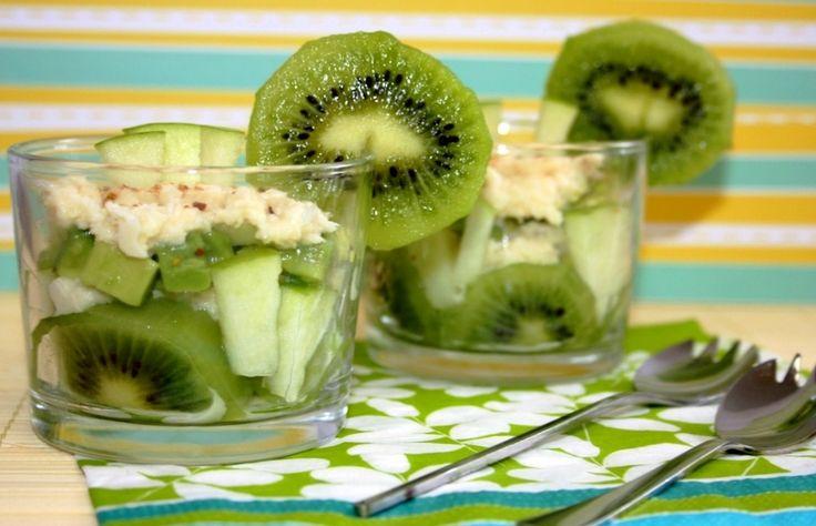 Voici une recette légère et fraîche qui a du croquant ! Une petite entrée salée-fruitée-acidulée, à servir en verrines ou dans un plat à salade :-) Ingrédients : (pour 4 personnes) 2 kiwis 1 pomme Granny Smith 1 avocat 1 citron vert 1 boîte de chair de...