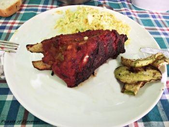 Coaste de porc la gratar cu sos BBQ Coaste delicioase si aromate perfecte pentru un gratar intre prieteni  Rețete pentru petrecere, Rețete cu porc, porc, Americana, gratar, Zi de nastere, Pentru familie, petrecere