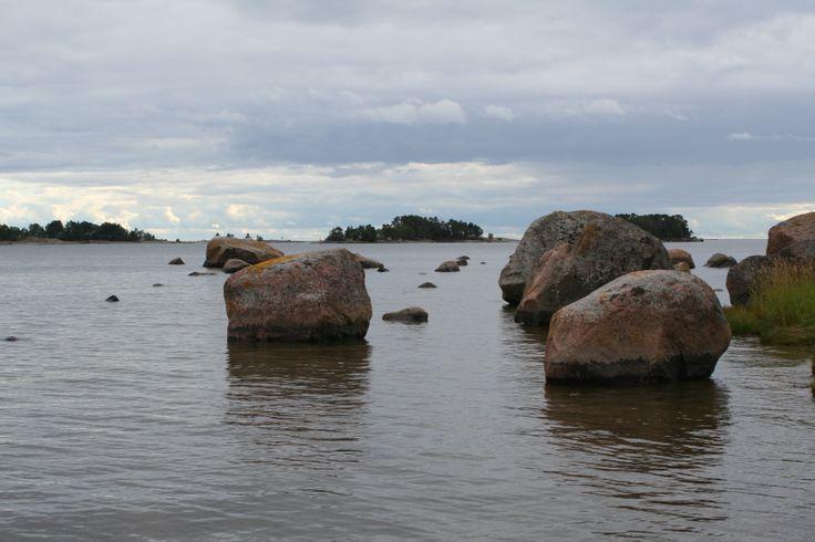 Stones in the water in Povoo archipelago, Finland. Foto:Strandhagen B&B.