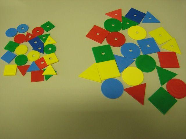 a logikai készlet elemei piros, sárga, zöld és kék színűek. formájuk lehet…