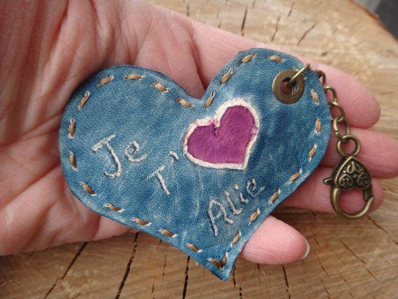 Coeur St-Valentin en cuir personnalisé. Décoration de sac ou trousseau Inscription au choix. Nom ou autre. Je t'aime ... , J'aime... Clip