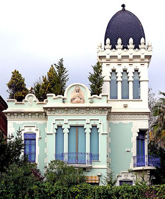 25 best ideas about barcelona catalonia on pinterest barcelona spain gaudi and visit barcelona - Casa vives gaudi ...