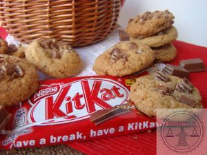 Kitkat Cookies: Delicious cookies filled with lots of pieces of kitkat