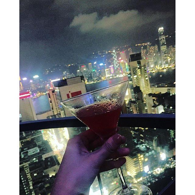Instagram【xoxo_yoko】さんの写真をピンしています。 《in #HongKong #香港 #홍콩 at #Bar #Wooloomooloo #TST The One Level21 #raspberry#Margarita #ラズベリー #マルガリータ #🍸 21階 #オープンテラス 素敵な #バー #特等席 ゲット✨ 21층🏙 바람이 시원하구 야경도 완벽하구♡ #아름다운밤 #홍콩야경 #夜景 #尖沙咀 #travelblog #nightview》