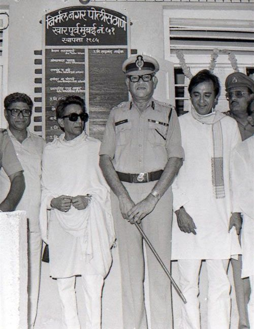 Thackeray with Julio Rebeiro at the inauguration of Nirmal Nagar police station in 1985. To Rebeiro's left is actor-politician Sunil Dutt