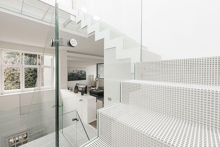 25 beste idee n over metalen trap op pinterest - Moderne metalen trap ...