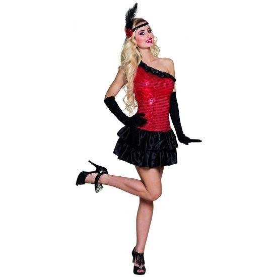 Dit jaren 20 flapper jurkje in de kleur rood met zwart is deels bedekt met pailletten. Het kostuum wordt geleverd inclusief handschoenen en een hoofdband. Materiaal: polyester. Maat: M.