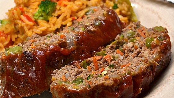 Momma's healthy meatloaf, made with extra-lean ground beef and plenty of vegetables, is a quick and easy meal for busy weeknights.