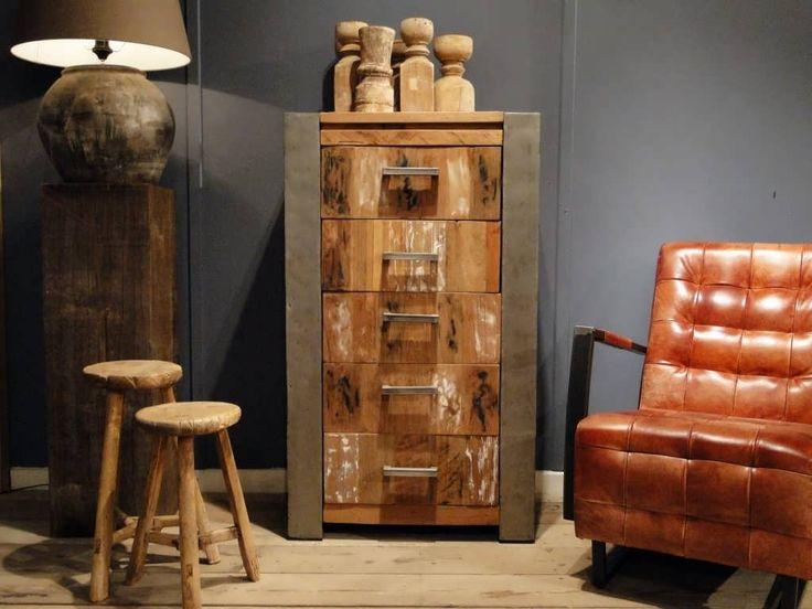 De industriële ladekast Asmund van Robuuste Tafels is een echte blikvanger en bij eLiving op de Woonboulevard in Utrecht te bestellen!