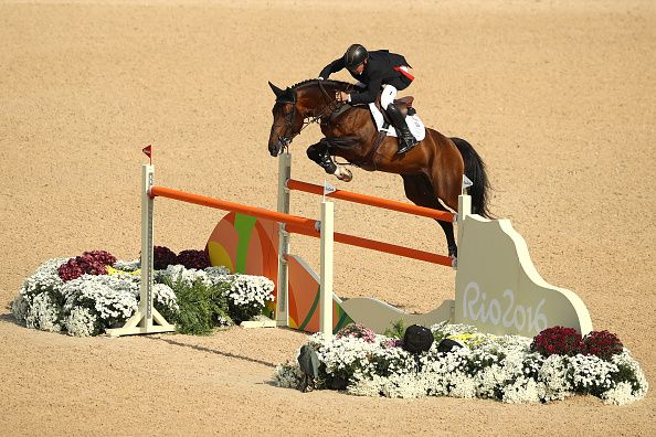 Golden Oldie Nick Skelton wins show jumping gold