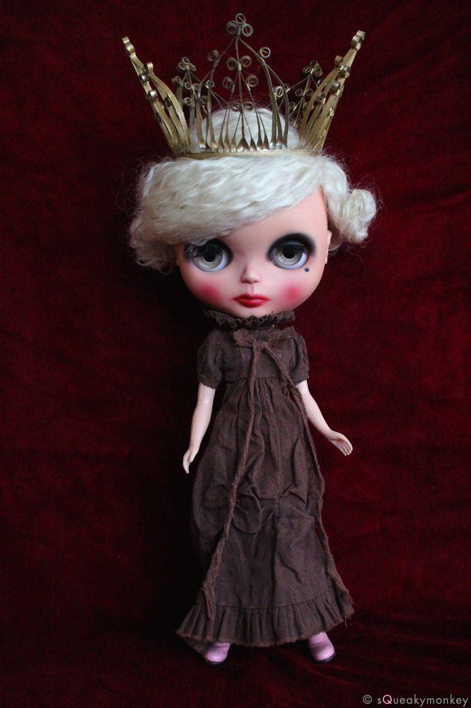 https://flic.kr/p/DaukfP   Espresso Brown Melancholy Dearest on Queen Batina.