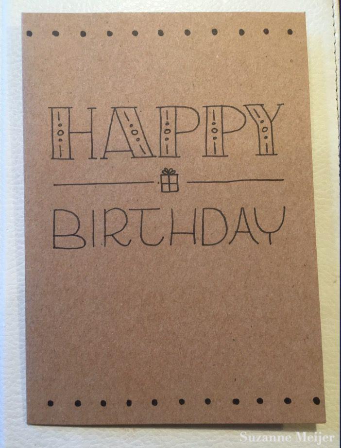 Handlettering verjaardagskaart met happy birthday en een getekend cadeautje! Gemaakt met zwarte pen op kraft.