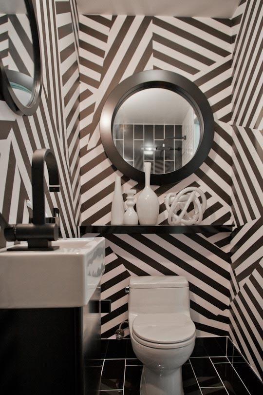 Toilettes-papier peint à chevrons (un peu chargé quand c est partout!)