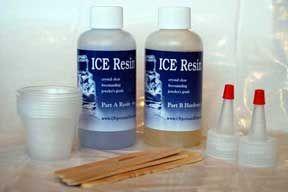 Using Ice Resin (the right way). Detta verkar bra. Finns hos smyckestillbehör.se stelnar på 30 min.