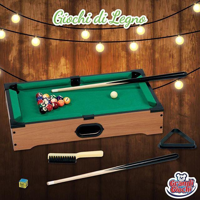 Ore di divertimento con amici e parenti, adulti e piccini con questo Biliardo legno con accessori, un passatempo ideale per il tempo libero o le pause in ufficio ed un regalo originale per tutti! Questo set da biliardo di qualità perfetto per divertirsi. Questo tavolo da biliardo è fatto di legno. Include 11 palline e due stecche, un cubetto di gesso, una spazzola e un triangolo! #BiliardoLegno #GrandiGiochi #GiochiPerBambini #bambini #biliardo #famiglia #Natale2016 #regali
