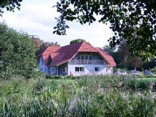Landhaus Wendorf am Plauer See in Alt Schwerin: 8 Schlafzimmer, für bis zu 12 Personen. Haus am See Boot Haustiere willkommen | FeWo-direkt