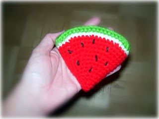 Free food crotchet patterns - fruits, cakes, eggs, even chicken drumsticks! Also a kiddies' teacup set... :)