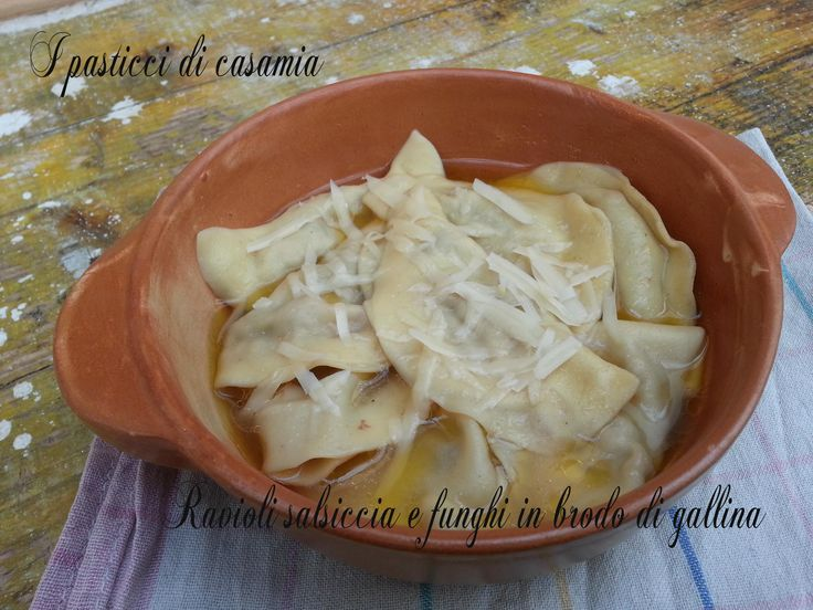 Ravioli+salsiccia+e+funghi+in+brodo+di+gallina