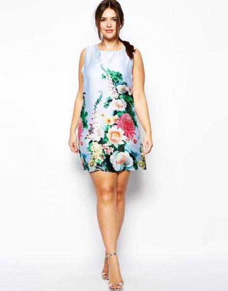 Vestido de fiesta corto y satinado con estampado de flores de Asos Curve