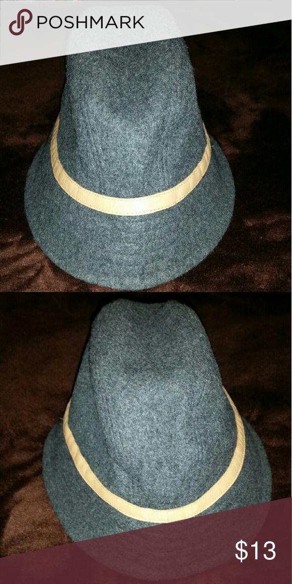 GAP Bucket Cap Size M/L 70% Wool 30% Rayon GAP Accessories Hats