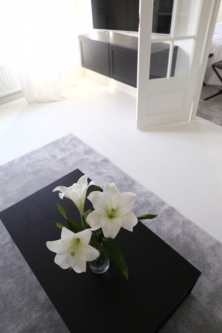 Homevialaura   classic interior   livingroom   BoConcept Lugo   VM-Carpet Hattara   Ikea Bestå
