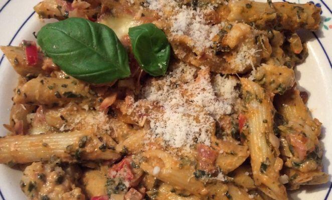 Pasta spinazie schotel met bloemkool en amandelen. Ontstaan uit een halve bloemkool en een half pak diepvriesspinazie.