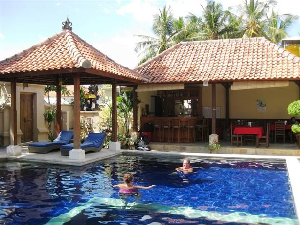 OopsnewsHotels - Pondok Baruna Guesthouse. Set under 10 minutes' walk from Nusa Ceningan, Pondok Baruna Guesthouse features an outdoor pool. It also offers room service, a tour desk and a coffee bar.   Those staying at Pondok Baruna Garden have access to its wide range of outdoor activities, including scuba diving and fishing. A safe, laundry facilities and a laundry service are also offered at the guest house.