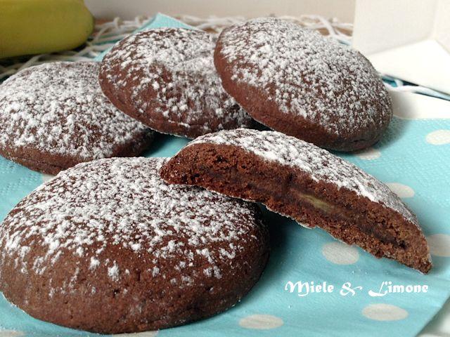 biscotti al cacao con cuore di nutella0