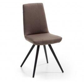 Scudo2 stoel  - Donkerbruin stof - Zwart onderstel - Laforma-Kave Maak je eetkamer compleet met deze strakke eetkamerstoel! De Scudo2 heeft een hoge zithoogte waardoor deze stoel perfect geschikt is voor jouw lange benen. De eetkamerstoel is gestoffeerd in PU leder en heeft een zwart gespoten onderstel.