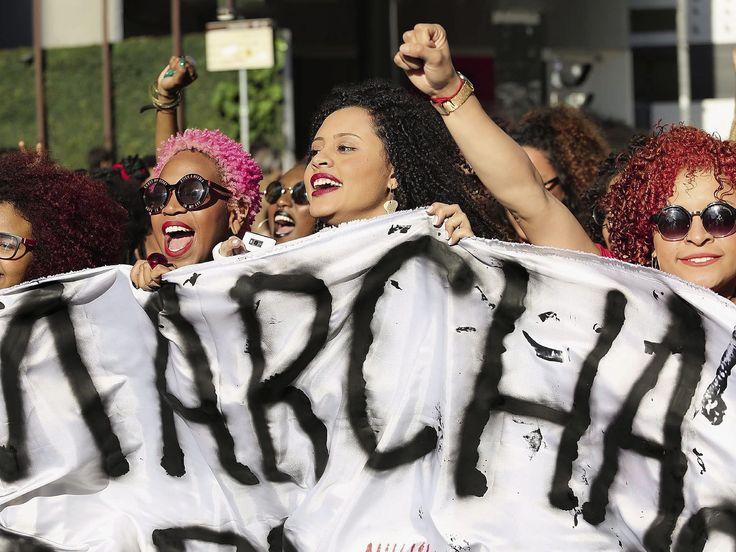 Brésil : les femmes réclament le droit d'être crépues