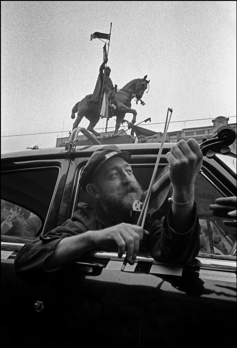 Czechoslovakia. Prague. A man stops to entertain demonstrators on his violin who are protesting the Russian invasion in front of the Wenceslas statue. 1968