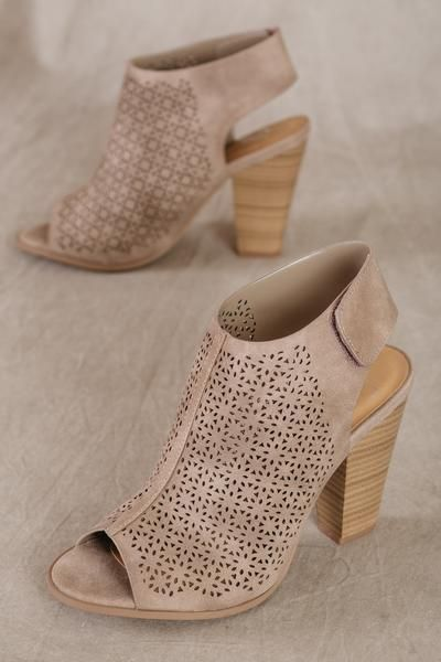Open-toe taupe sandal with block heel (front view)