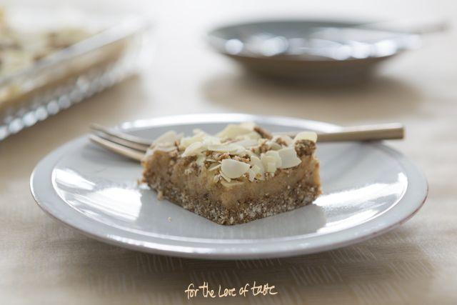 Sinterklaas marsepein - speculaas taart,  vegan gingerbread with marzipan.
