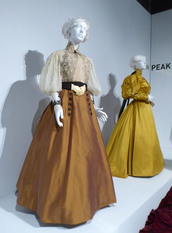 Mia Wasikowska Crimson Peak Edith Cushing costumes