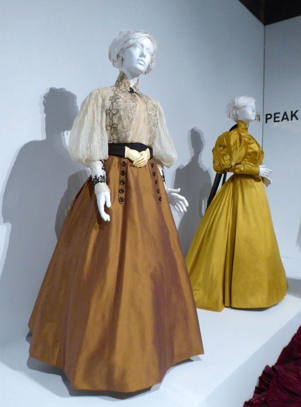 Mia Wasikowska Crimson Peak Edith Cushing costumes