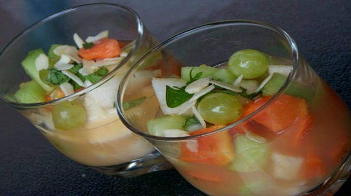 Салат фруктовый с мартини
