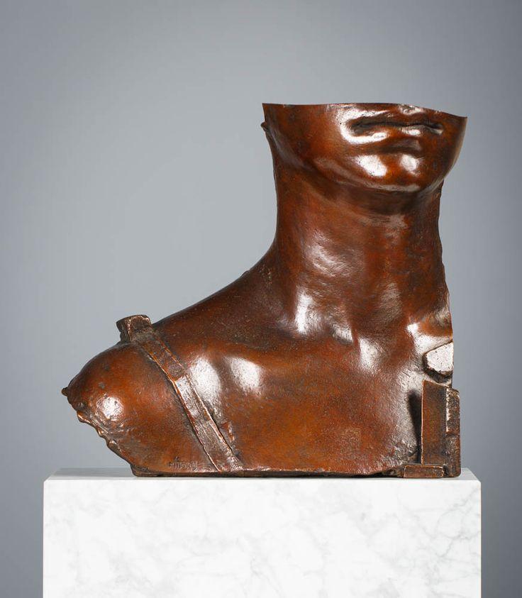 IGOR MITORAJ (1944 - 2014)  STELLA   brąz / 23,5 x 25 x 11 cm, wys. z podstawą 33,5 cm