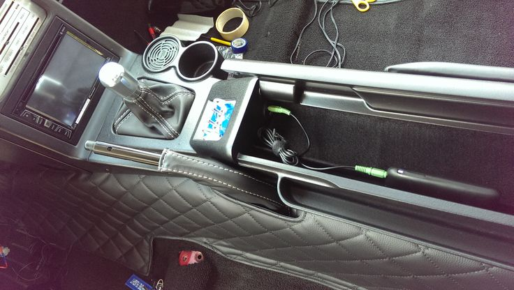 Box with USB & AUX Port inside #mazda #miata #matzesmiata #mx5 #na #mk1 #interior #speaker #sound #pioneer #radio