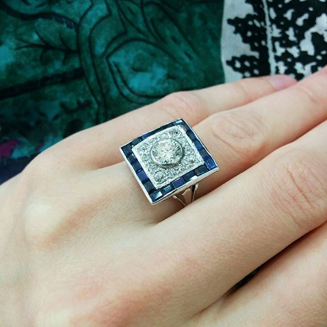 A 1.10ct old cut diamond centres this stunning 1940s cocktail ring framed by a row of baguette cut sapphires #diamond #diamonds #sapphire #1940s #ring #vintage #vintagejewelry #jewellery #jewels #love #showmeyourrings #cocktail #hattongarden #farringdonsjewellery