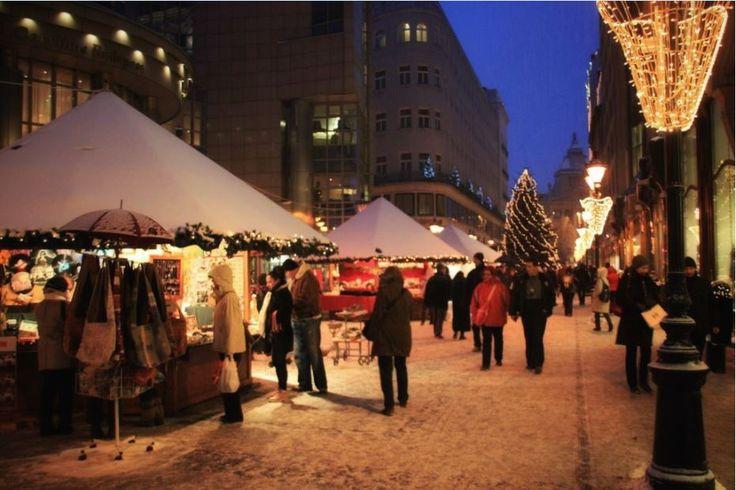 Tocmai a început perioada târgurilor de Crăciun și ne-am propus să împărtășimcâteva din momentele petrecute la trei dintre cele mai frumoase târguri de Crăciun din Europa. În urmă cu doi ani am av…