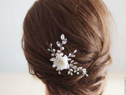 Купить или заказать Шпилька для прически невесты. Свадебная шпилька. Шпилька с цветком. в интернет-магазине на Ярмарке Мастеров. Шпилька для прически. Свадебная шпилька. Шпилька невесты. Свадебная шпилька невесты. Для невесты. Свадебные аксессуары. Прическа невесты. Шпилька для прически из стеклянного жемчуга цвета айвори и шампань, прозрачных стеклянных бусин, кристаллов и цветка из кружева и шелка цвета слоновой кости. Ювелирная проволока под серебро или золото (пишите в комментариях)…