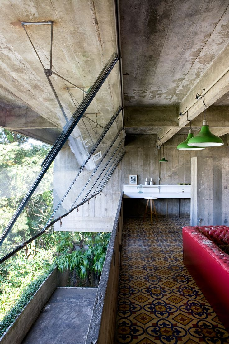 Cliff Top House, Sao Paulo, Brazil, by Paulo Mendes da Rocha, photography by Filippo Bamberghi from Living under the Sun, © Gestalten 2015.